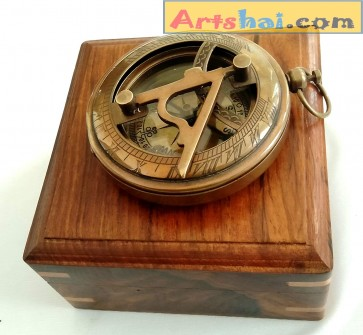 Artshai Antique Style Magnetic Compass with Wooden Box
